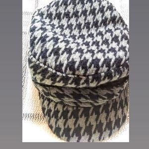 D&Y houndstooth print newsboy hat